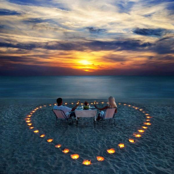 Heart-on-beach-SS-124952606